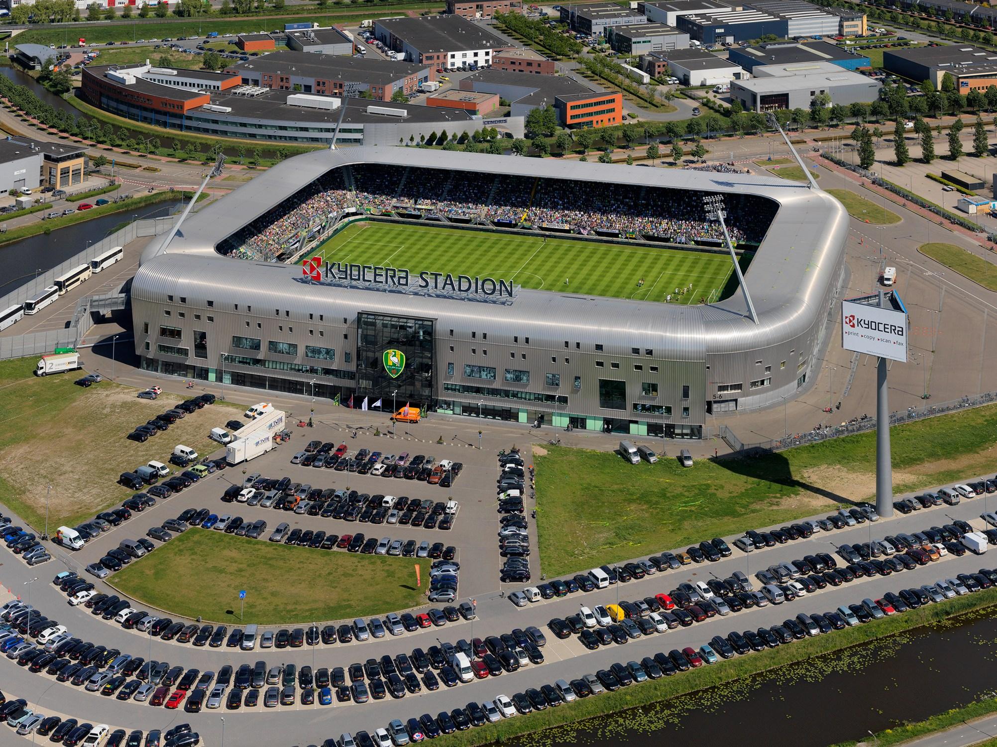 Stadio di calcio sostenibile e stoccaggio di energia elettrica sport sostenibile
