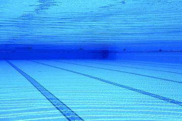Il calore del server e delle acque reflue per riscaldare le piscine sport sostenibile